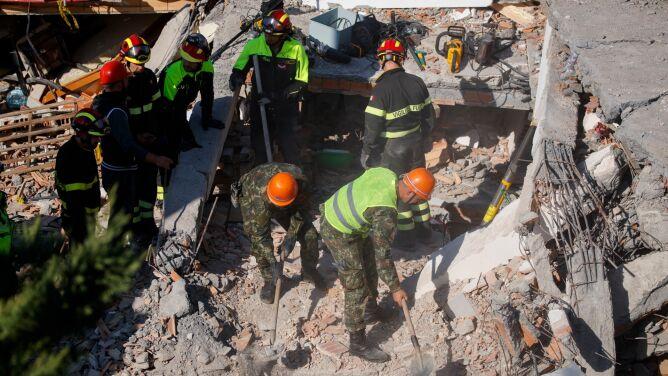 Spod gruzu wyciągają kolejne ciała. Rośnie bilans ofiar śmiertelnych w Albanii