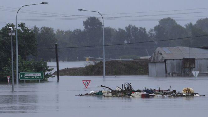 """""""Woda porusza się tak szybko, że wyrywa drzewa z ziemi i przenosi ciężkie kontenery"""""""