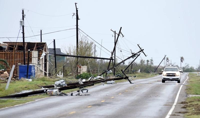 Zniszczenia spowodowane burzą w stanie Teksas (PAP/EPA/DARREN ABATE)