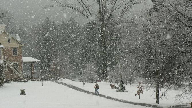 Prognoza pogody na dziś: śnieżnie i mroźno, z nadzieją na słońce